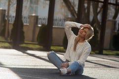 Blonde bastante de moda de los jóvenes Fotos de archivo libres de regalías