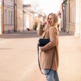 Blonde bastante de moda de los jóvenes Imagen de archivo libre de regalías