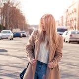 Blonde bastante de moda de los jóvenes Imágenes de archivo libres de regalías
