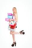 Blonde bastante joven que sostiene los panieres y los regalos Imagen de archivo libre de regalías