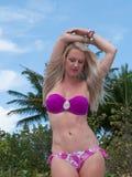 Blonde behaarte Frau an einem Florida-Strand Lizenzfreie Stockfotografie
