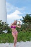 Blonde behaarte Frau an einem Florida-Strand Lizenzfreies Stockfoto