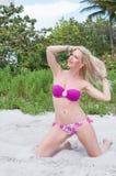 Blonde behaarte Frau an einem Florida-Strand Lizenzfreies Stockbild