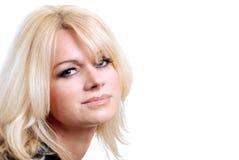 Blonde behaarte Frau mit den blauen Augen getrennt Stockbild