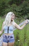 Blonde behaarte junge Frau Lizenzfreie Stockbilder