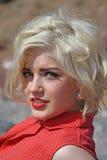 Blonde behaarte junge Frau Stockfotografie