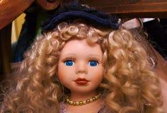 Blonde blauäugige Puppe Lizenzfreies Stockfoto