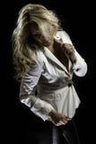 Blonde Blazer-Schwarz-Leder-Hosen Latinas weiße Stockbild
