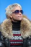 Blonde Blicke weg von der Kamera Lizenzfreie Stockfotografie