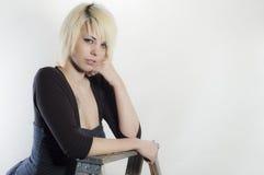 Blonde Bombe mit weißem Hintergrund Stockbilder