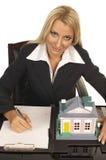 Blonde bonito - mediador imobiliário fotografia de stock