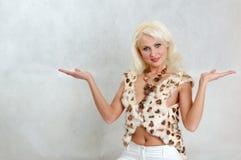 Blonde in bont Stock Afbeelding