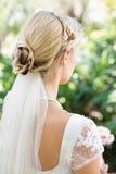 Blonde Braut in einem Schleier Stockfotografie