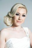 Blonde Braut im Studio Stockbilder