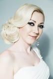 Blonde Braut im Studio Lizenzfreie Stockbilder