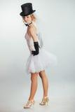 Blonde Braut im tophat mit Schleier und langen schwarzen Handschuhen Lizenzfreies Stockfoto