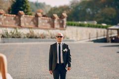Blonde Braut mit ihrem Bräutigam Stockfotos