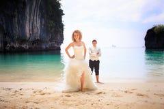 Blonde Braut und hübscher Bräutigam Lizenzfreies Stockbild