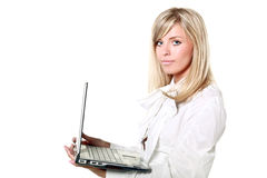 blonde buisinesswoman Holding ein Laptop Stockfoto