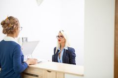 Blonde businesswoman talking to her blonde secretary Royalty Free Stock Photography