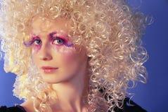 Blonde com cabelo curly Fotografia de Stock Royalty Free