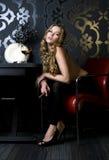 Blonde com charuto Imagem de Stock Royalty Free