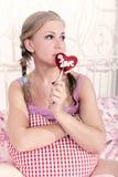 Blonde com doces Fotos de Stock Royalty Free