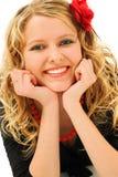 Blonde com a flor vermelha no cabelo Imagens de Stock Royalty Free