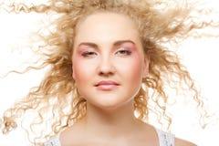 Blonde con el pelo rizado Imagen de archivo