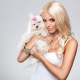 Blonde con el perro Foto de archivo libre de regalías