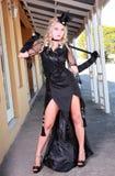 Blonde con el vestido negro Imágenes de archivo libres de regalías