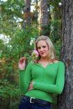 Blonde con i fiori Fotografie Stock