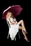 Blonde con un ombrello. Fotografia Stock