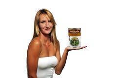 Blonde con una latta dell'atteggiamento di Irritabile-sapore Fotografie Stock