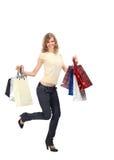 Blonde corriente feliz con las bolsas de papel Foto de archivo libre de regalías