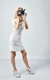 Blonde dünne Frau mit OKAYzeichen Lizenzfreies Stockfoto