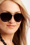 Blonde Dame in den Sonnenbrillen Lizenzfreies Stockfoto