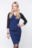 Blonde Dame im blauen Kleid Lizenzfreies Stockbild