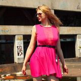 Blonde dans des lunettes de soleil Photos libres de droits