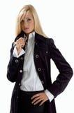 Blonde dans des vêtements noirs photos libres de droits