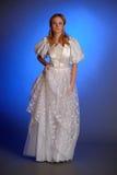 Blonde dans la robe de mariage blanche Images libres de droits