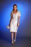 Blonde dans la robe de mariage blanche Images stock