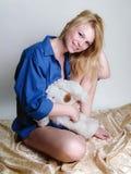 Blonde dans le bleu Photo libre de droits
