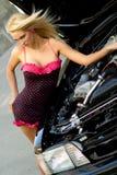 Blonde de voiture de sport Image stock
