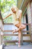 Blonde in de zomer Royalty-vrije Stock Afbeeldingen
