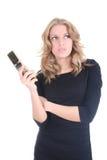 Blonde denkende Frau mit Telefon Lizenzfreie Stockbilder