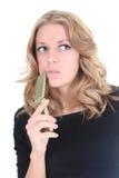 Blonde denkende Frau mit Telefon Stockfotos