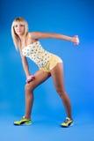 Blonde douce jouant des sports photos libres de droits