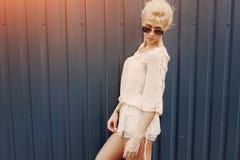Blonde elegante de la muchacha Fotos de archivo libres de regalías