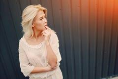 Blonde elegante de la muchacha Fotos de archivo